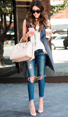 street-style-look-maxi-colete-calca-rasgada-scarpin-nude