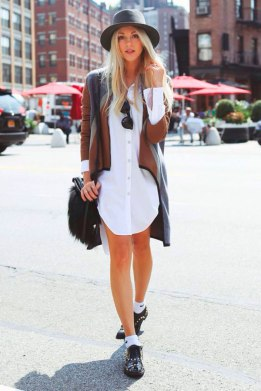 meia-aparente-look-street-style-camisa-oversized-chapeu