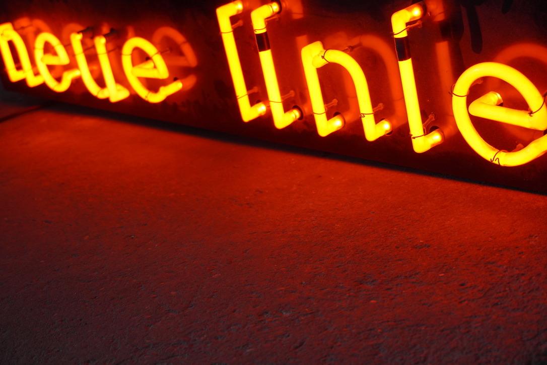 neue linie neon