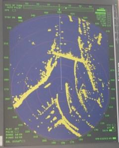 Radarfahrt mit der MS Ruhr - Radarbild - Ausfahrt aus der Ruhr Rhein abwärts, links ein Bergfahrer