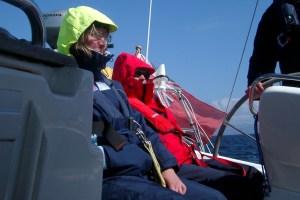 Rettungswestenpflicht in Deutschland auf Sportbooten - Rettungswesten im geschützten Cockpit auch bei moderatem Seegang