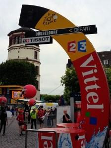 Startlinie mit Schlossturm im Hintergrund