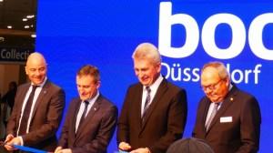 Das blaue Band wird zerschnitten - die boot Düsseldorf 2018 ist eröffnet! von links: Robert Marx, Thomas Geisel, Andreas Pinkwart, Werner Dornscheidt