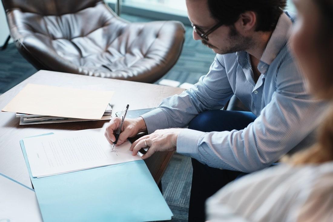 Rendre accessible les sujets juridiques et administratifs est une compétence de l'agence de communication Rhetorike.