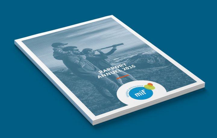 La couverture du rapport annuel, ainsi que toutes les ouvertures du rapport annuel, arborent un effet de trame