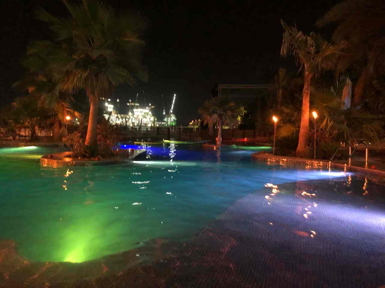 Barasti beach club pool