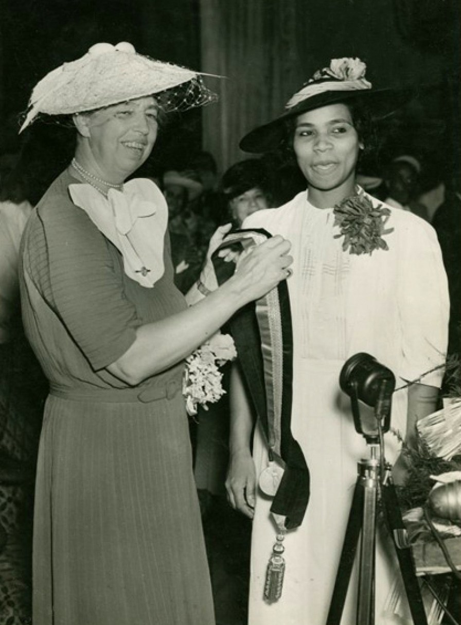 ii eleanor roosevelt politics public life women take the lead eleanor roosevelt presenting the spingarn medal to marian anderson 1939