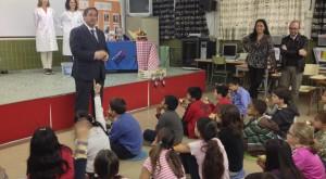 Presentación del plan en una escuela de Cataluña.