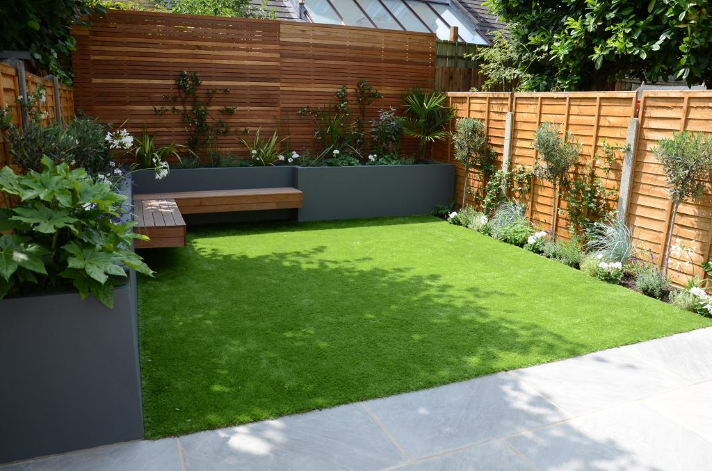 small garden design fake grass low mainteance contempoary ... on Tiny Back Garden Ideas id=25876