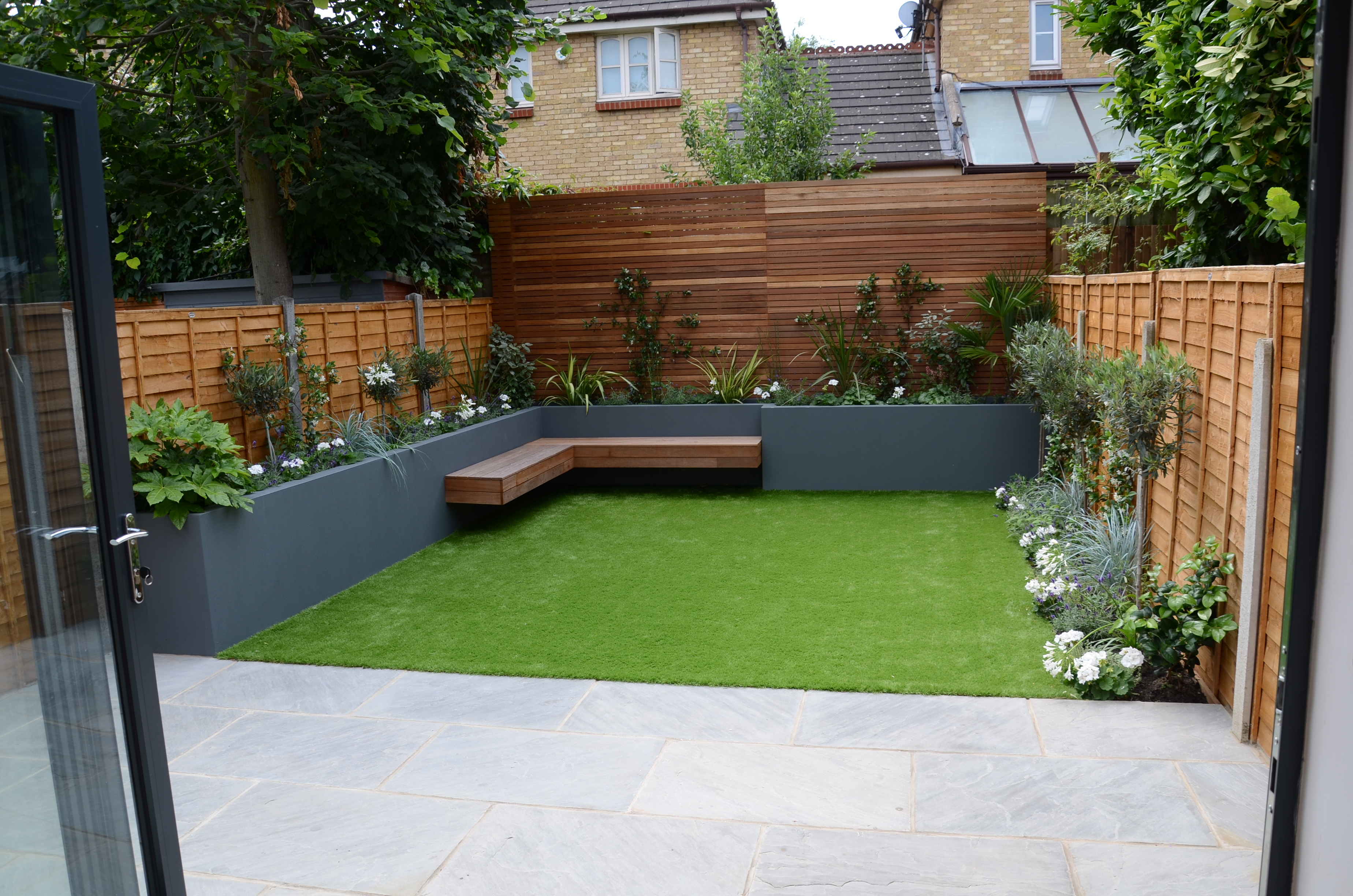 small garden design fake grass low mainteance contempoary ... on Small Backyard Landscaping  id=45404