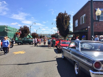 Lots of people enjoyed the beautiful day in Sumner.
