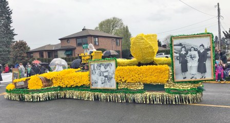 Sumner's Community Float took a 1920s vibe to celebrate the start of the festival.