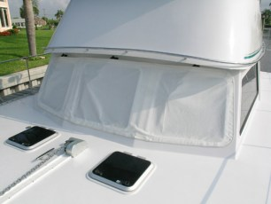 Front window cover in one piece - white
