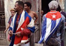 Miembros del Movimiento San Isidro en las afueras de su sede en La Habana Vieja | Rialta