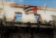 Bandera cubana colgada frente la sede del Movimiento San Isidro