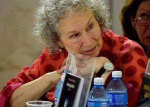 Margaret Atwood en Cuba, en 2017, durante la Feria del Libro de La Habana (FOTO Ladyrene Pérez, Cubadebate)