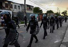 Despliegue policial en la periferia habanera (Foto Twitter de Abraham Jiménez Enoa)
