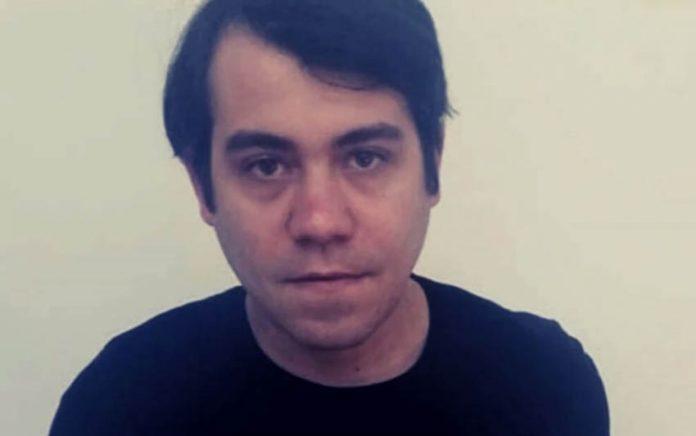 """El artista cubano Hamlet Lavastida encarcelado en Villa Marista fue acusado de """"incitación a delinquir"""" por un mensaje en un chat privado."""
