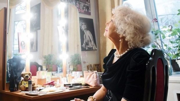 Актрису Немоляеву наградили почетной грамотой президента РФ