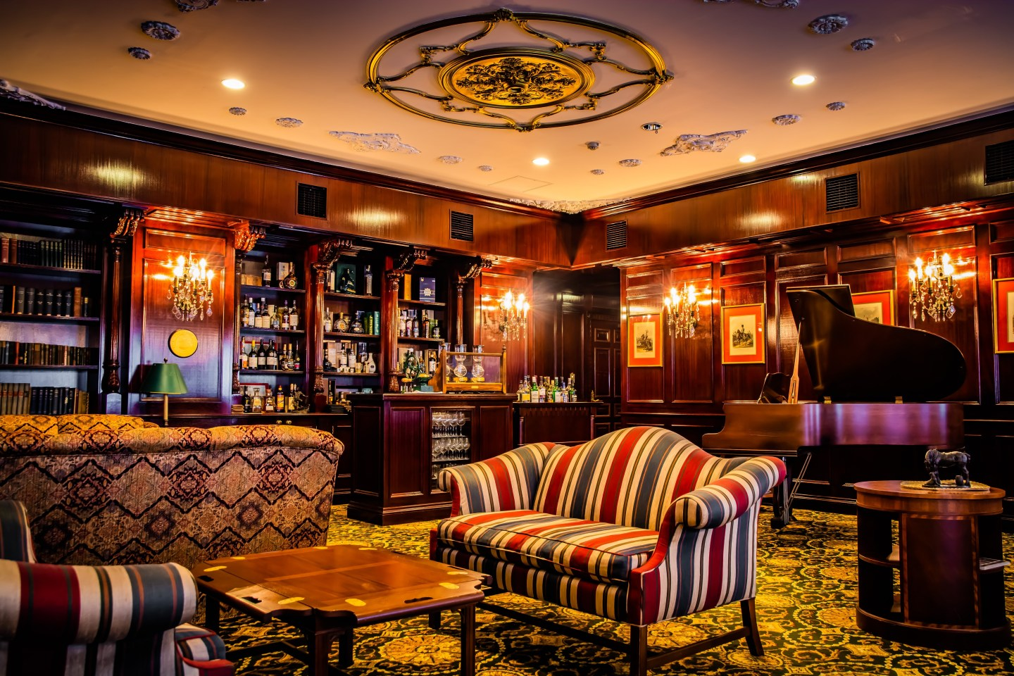 Executive Lounge: A relaxing spot near the main reception of the Manor House.