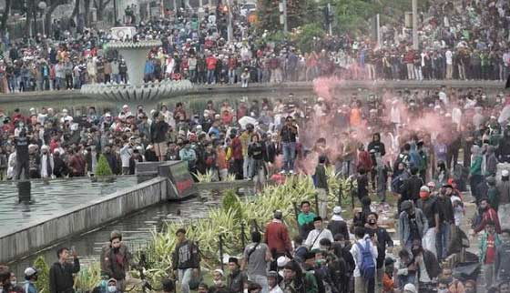 Demo penolakan omnibus law