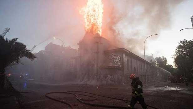 Gereja dibakar