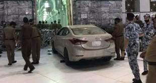 Mobil tabrak masjidil haram