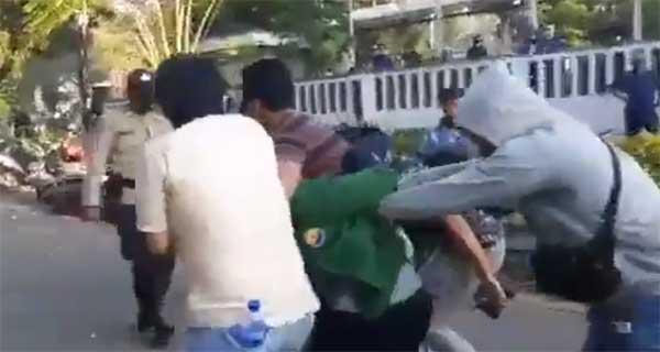 Seorang anggota polisi ditangkap