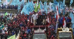 Aksi unjuk rasa buruh tolak Omnibus Law