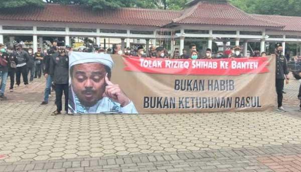 Demo penolakan kedatangan Habib Rizieq Shihab ke Banten oleh Banser dan GP Ansor NU.