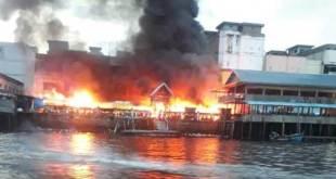 Pasar dam terbakar