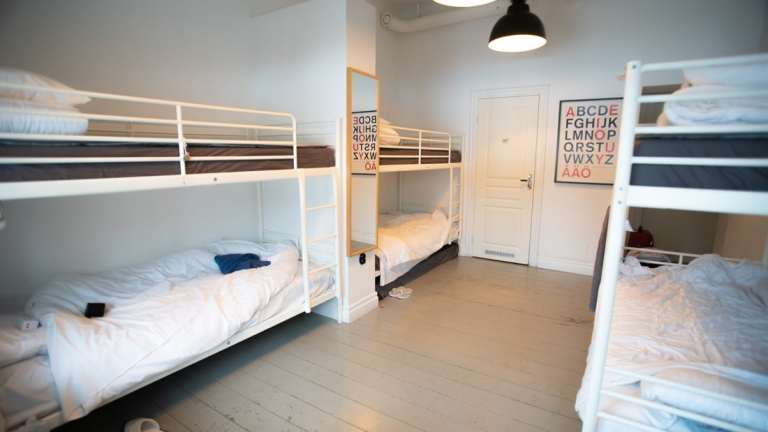City Backpackers Hostel 6-bed female dorm room