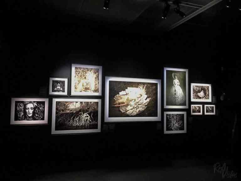 Kirsty Mitchell Wonderland white - Fotografiska Stockholm