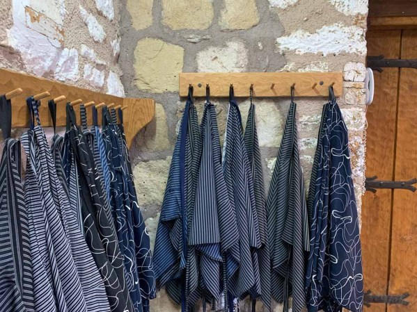 Shawls and skirts_St Stephan Monastery - Meteora_RiA Vistas