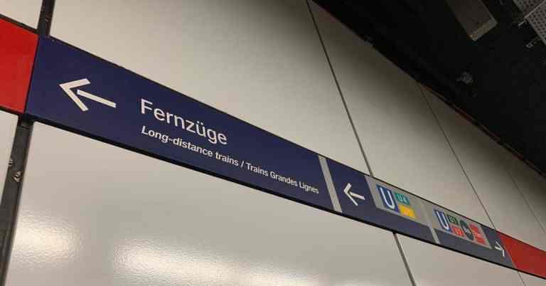 Fernzuge sign-metro
