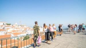 Miradouro das Portas do Sol Observation Deck - Lisbon_RiA Vistas