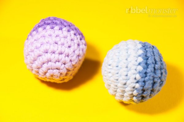 Katzenball selbst basteln - Knisterball häkeln