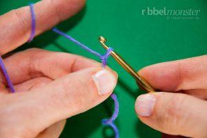 Anfangsschlaufe - Laufknoten mit der Häkelnadel machen - 10