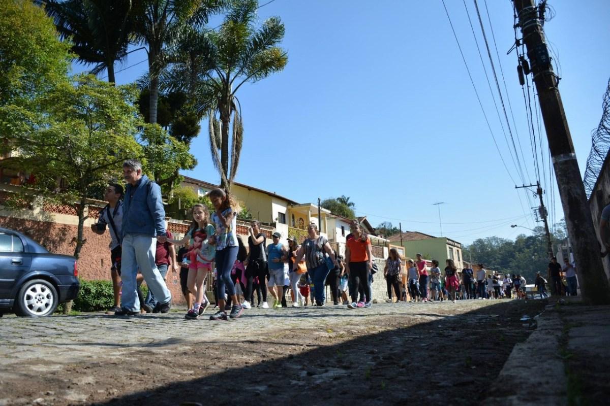 Caminhada promove integração entre família e escola em Ribeirão Pires