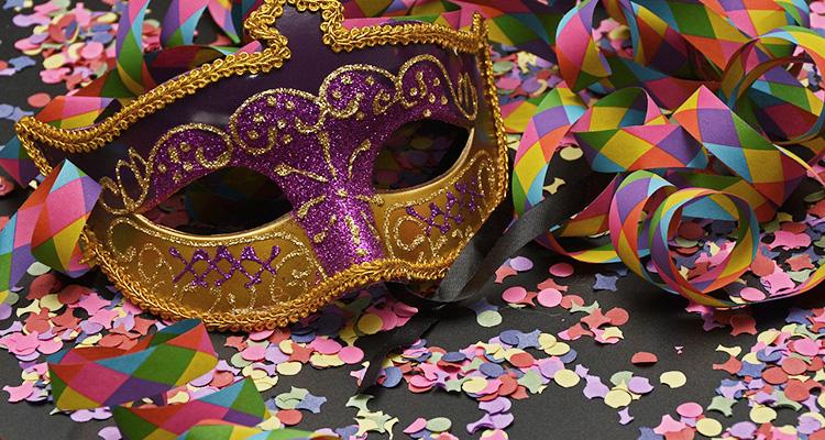 Abre e fecha no feriado de Carnaval