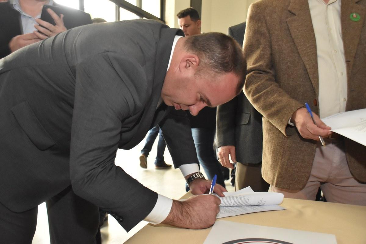 Ribeirão Pires formaliza parceria para polo da UNIVESP