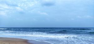 Blue Ocean Waves Background Image
