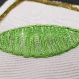 Foglia ricamata con filato cotone eco-friendly