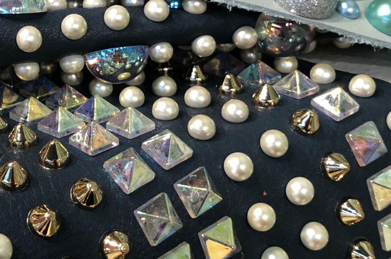 Esempio applicazione varie borchie con finiture metallizzate e verniciate