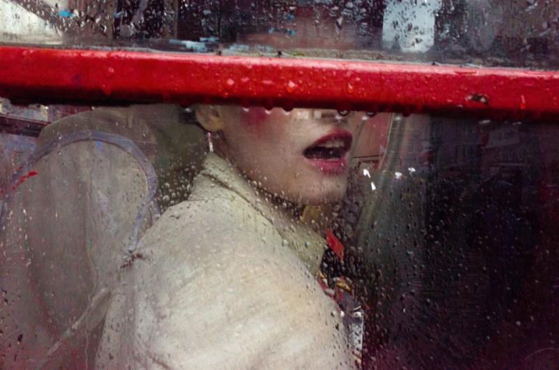 Red - Foto de Garreth Bragdon, 3º colocado no Lens Culture Street Photography Award 2016