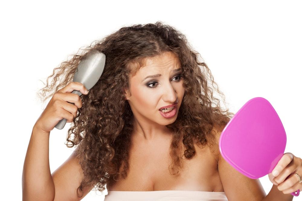 Soluzioni e consigli per combattere i 3 principali problemi dei capelli ricci