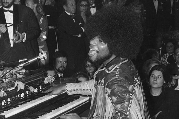 I capelli ricci di Jim Hendrix e la storia del Rock