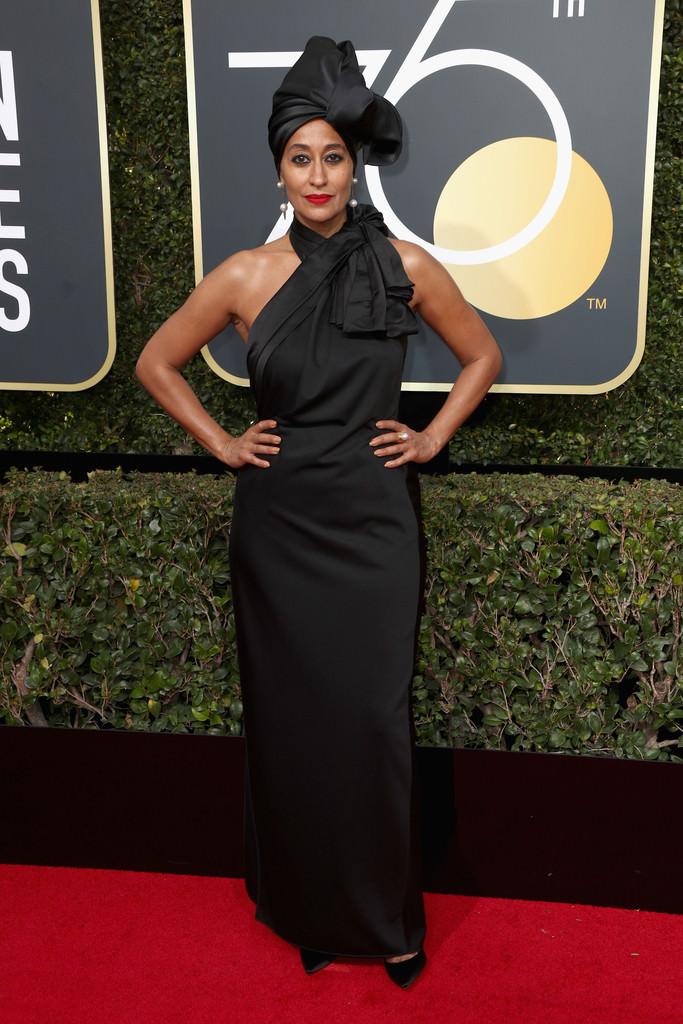 Tracee Ellis Ross nasconde i capelli ricci in un turbante ai Golden Globes 2018