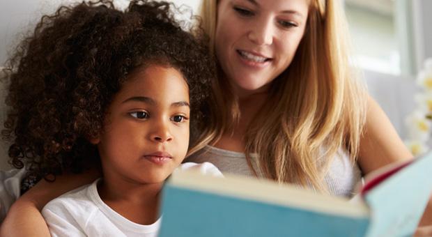 Sei mamma di una bambina con i capelli ricci? Ecco cosa ti aspetta per la vita!