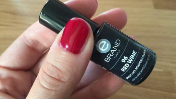 Permalink to: Manicure con smalto semi permanente
